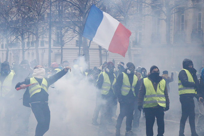 Is the voice mightier than the water-cannon? Macron and the Gilet Jaunes